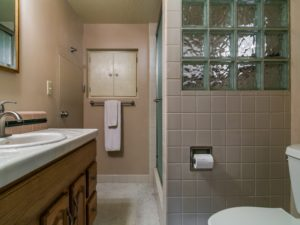 bathroom-one_800x600_2515137